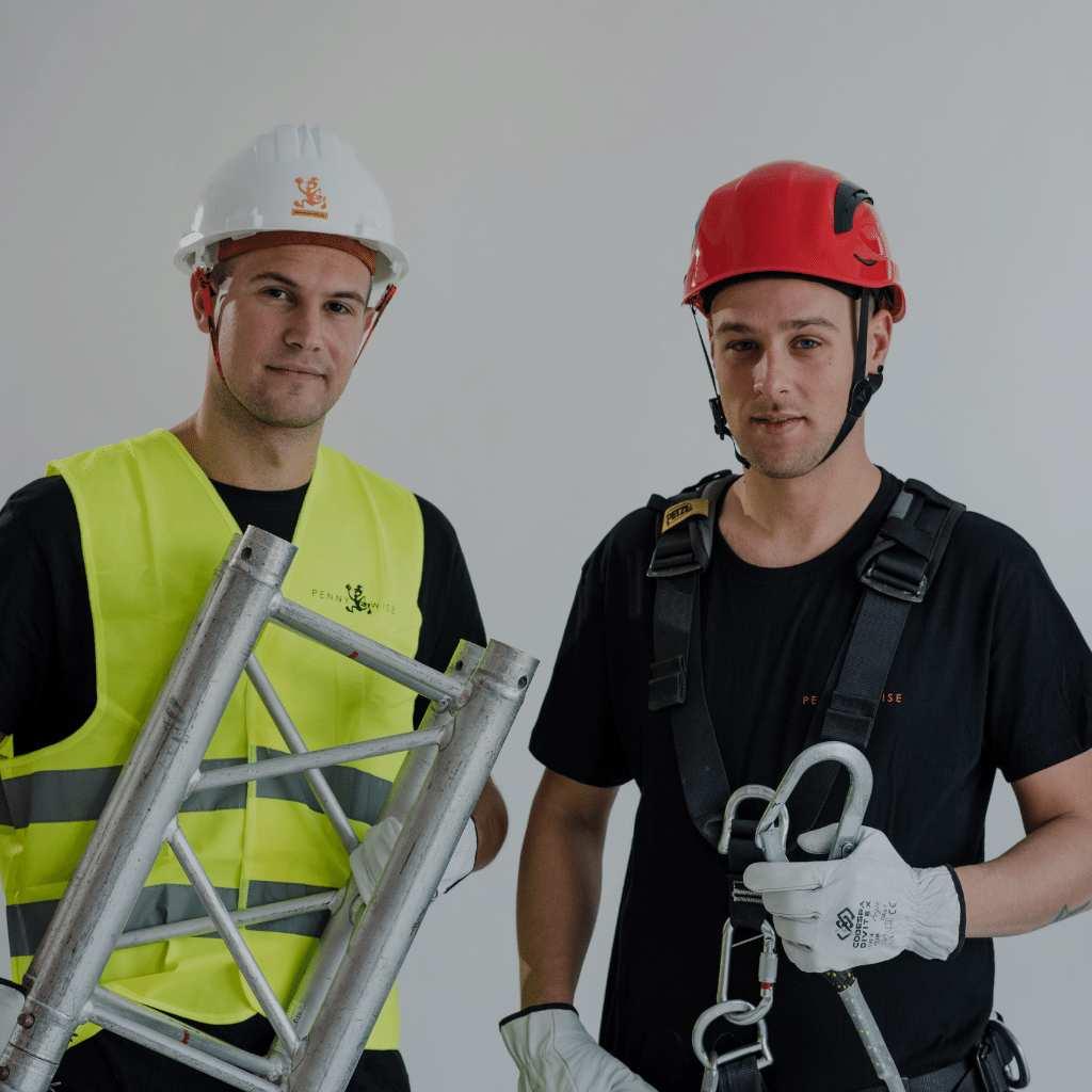 Personal de montaje en Asturias